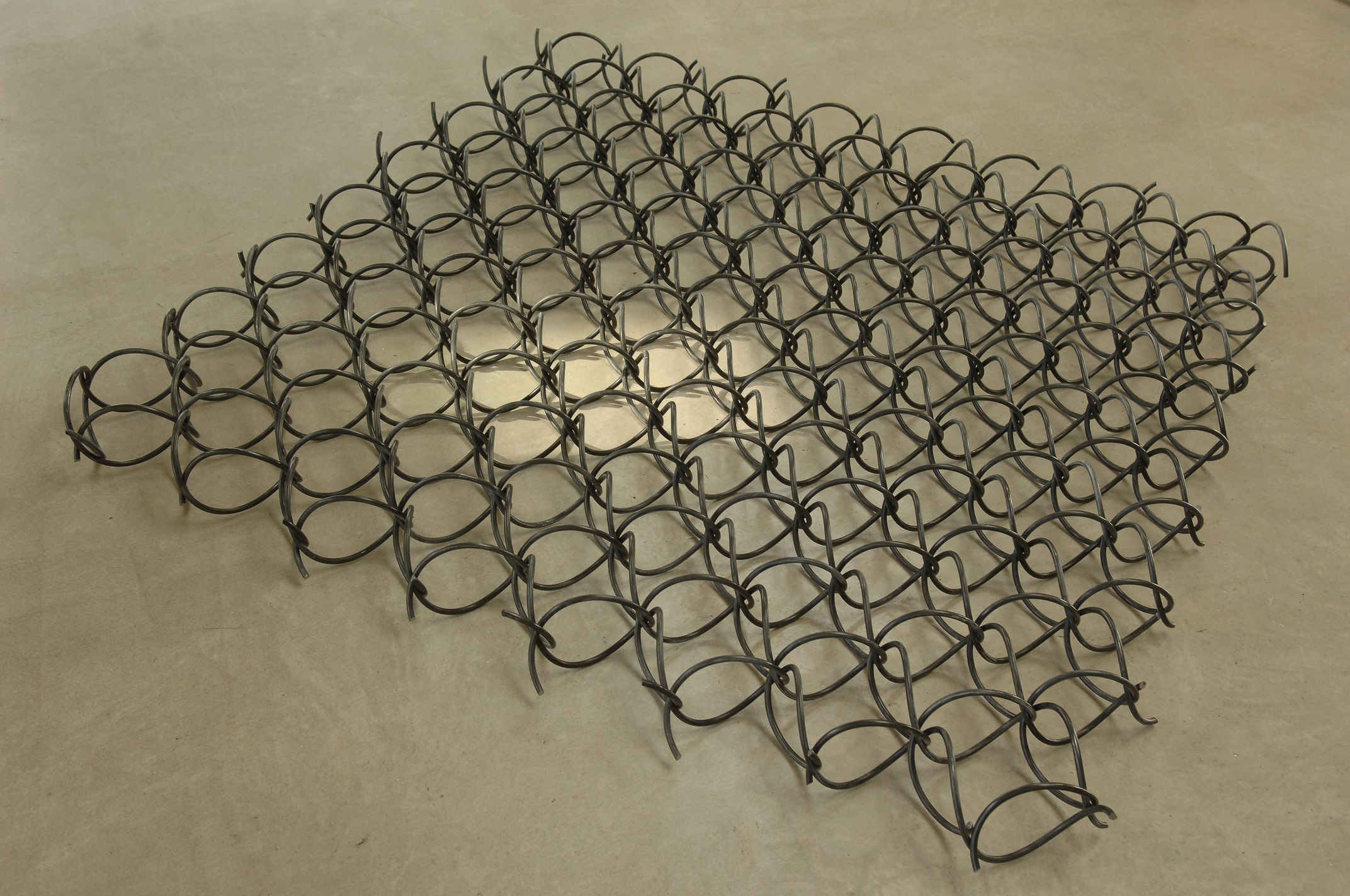 Spiralengeflecht mehrteilige dreidimensional ineinander eingedrehte Spiralen aus Rundstahl 12 mm L x B 6.0 x 6.0 m Höhe 1.8 m